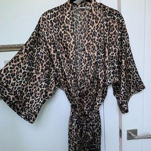 OS Victoria's Secret Robe